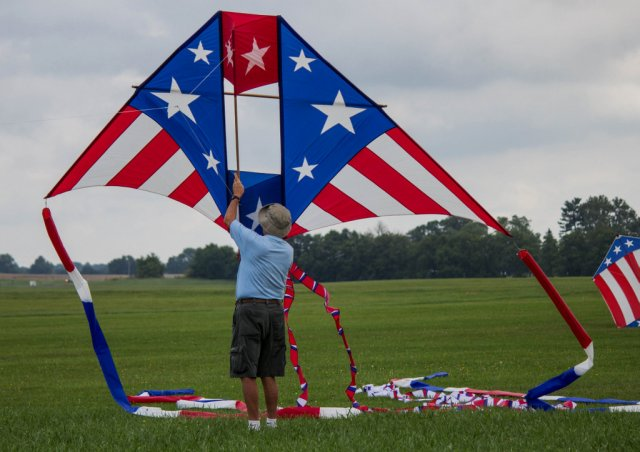 A Hoosier Kitefliers Society member prepares to launch a delta kite at the 2016 Merritt Beck Memorial fun fly in Muncie. Photo by Ball State University photojournalism student Grace Elizabeth Ramey.