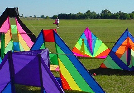 Merritt Beck kites at Beck Memorial Fly